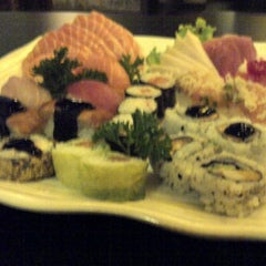 Photo taken at Hakka Sushi by Danilo G. on 11/28/2012