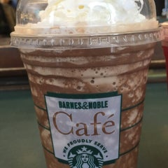 Photo taken at Barnes & Noble by Leslie C. on 4/15/2015