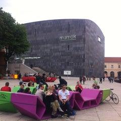 Das Foto wurde bei MuseumsQuartier von Alexey F. am 5/16/2013 aufgenommen