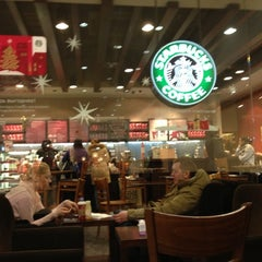 Photo taken at Starbucks by Katerina S. on 12/14/2012