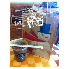 Photo taken at Starbucks (สตาร์บัคส์) by CoffeeZelon' |. on 11/8/2012