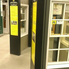 Photo taken at Lowe's Home Improvement by Rodney A. on 11/30/2012
