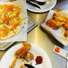 Photo taken at Yellow Cab Pizza Co. by Reiiiina M. on 9/29/2015
