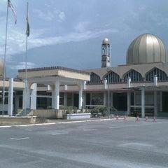 Photo taken at Masjid Taiping by Juhan J. on 4/19/2013
