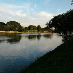 Photo taken at สวนนวมินทร์ภิรมย์ (บึงลำพังพวย) Nawaminphirom Park (Bueng Lam Phang Phuai) by Talerngsak S. on 12/23/2012