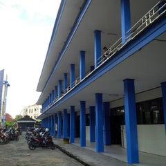Photo taken at Fakultas Ekonomi Universitas Mulawarman by cuklon s. on 4/5/2014