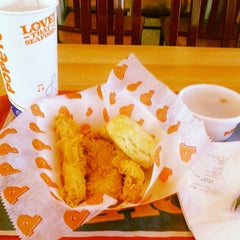 Photo taken at Popeye's Louisiana Kitchen by Jarvis R. on 3/13/2014