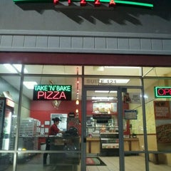 Photo taken at Papa Murphy's Take 'N Bake Pizza by Gerry D. on 1/7/2012