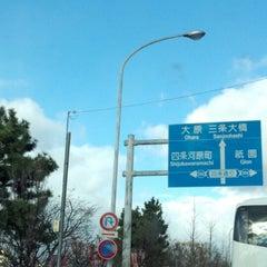 Photo taken at 四条大橋 by マゴ マ. on 12/19/2012