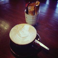 Photo taken at Wawee Coffee (กาแฟวาวี) by Kwanruen B. on 7/10/2013