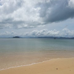 Photo taken at The Blue Sky Resort Koh Payam (เดอะบลูสกายรีสอร์ท เกาะพยาม) by Nok T. on 5/23/2013
