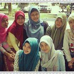 Photo taken at Fakultas Ekonomi Universitas Mulawarman by sri w. on 4/23/2013