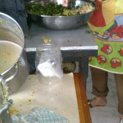 Photo taken at Nasi Pecel Sambel Tumpang by Gladys D. on 1/8/2013
