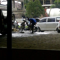 Photo taken at Arema Car Wash by Ahman D. on 2/10/2013