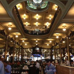 Photo taken at Confeitaria Colombo by Gabriel V. on 4/19/2013