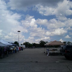 Photo taken at Rossi's Pop-Up Marketplace by Be r. on 6/30/2013