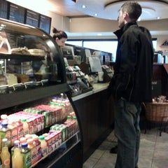 Photo taken at Starbucks by Be r. on 1/17/2013