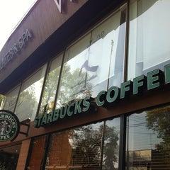 Photo taken at Starbucks by Alejandrunk R. on 1/27/2013