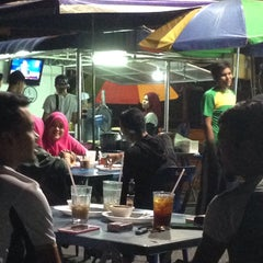 Photo taken at Pak Wan Roti Canai by Rizal O. on 11/11/2015