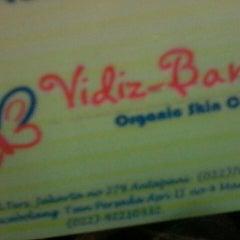 Photo taken at Vidiz Baniar Beauty Clinic by Novi M. on 3/30/2013