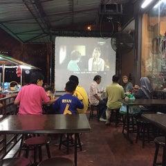Photo taken at Chamek Kopitiam by rafiena l. on 8/6/2015
