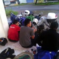 Photo taken at Restoran Argo Minang by Aang A. on 12/31/2012