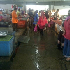 Photo taken at Pasar Borong Kemunting by Harris H. on 12/30/2012