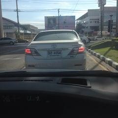Photo taken at แยกรามคำแหง-สุวินทวงศ์ (Ramkhamhaeng-Suwinthawong Junction) by Jammiie on 8/16/2014
