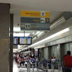 Photo taken at Aeroporto Internacional de Campo Grande (CGR) by Cláudio Norikazu U. on 5/1/2013