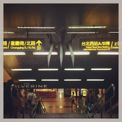 Photo taken at 捷運台北車站 MRT Taipei Main Station by Chiyen K. on 7/21/2013