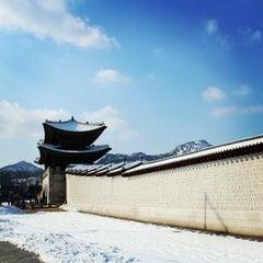 Photo taken at 광화문 (光化門, Gwanghwamun) by Seoul K. on 2/22/2013