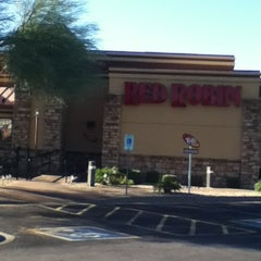 Photo taken at Red Robin Gourmet Burgers by Maggie Orr on 12/16/2012