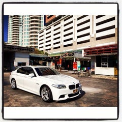Photo taken at Bee Wash Car Detailing (บี วอช) by Tete V. on 1/11/2014