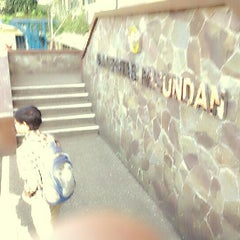 Photo taken at Universitas Pasundan (UNPAS) by Trisna M. on 10/9/2013