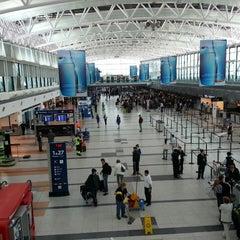 Photo taken at Aeropuerto Internacional de Ezeiza - Ministro Pistarini (EZE) by Simon A. on 3/26/2013