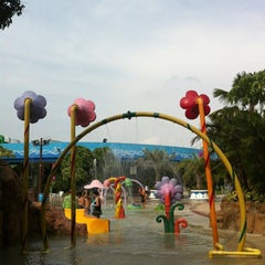 Photo taken at Fantasia Lagoon (แฟนตาเซีย ลากูน) by chaiyodee on 5/22/2013