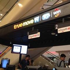 Photo taken at True Shop (ทรูช็อป) by Jake P. on 11/6/2013