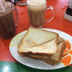 Photo taken at Restoran Mirasaa by Shiira N. on 8/12/2015