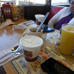 Photo taken at Waffle House by Skyline S. on 12/13/2014