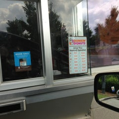 Photo taken at Dunkin' Donuts by Hector V. on 8/31/2013
