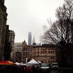 Photo taken at Union Square Holiday Market by Valéria Weiss🌷 on 12/29/2012