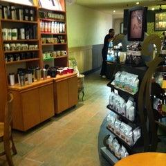 Photo taken at Starbucks by Fabricio C. on 10/15/2013
