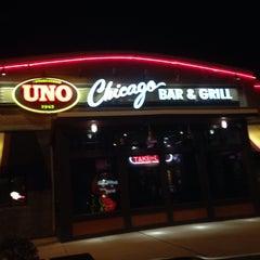 Photo taken at Uno Pizzeria & Grill - Exton by Douglas P. S. on 11/21/2013