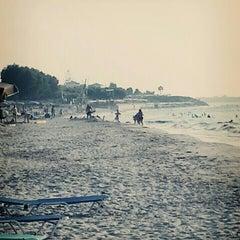 Photo taken at Παραλία Μαρμαρίου (Marmari Beach) by Mesut A. on 8/2/2015