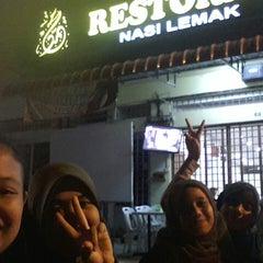 Photo taken at Restaurant Farouk & Sithick by Nurul N. on 6/10/2015