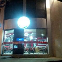 Photo taken at Burger King by حَنيّن .. on 3/19/2013