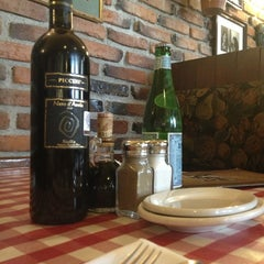 Photo taken at Italianni's Pasta, Pizza & Vino by Jaime Gerardo M. on 1/1/2013