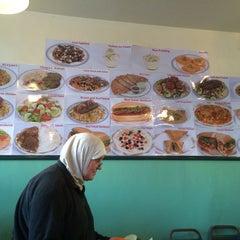 Photo taken at Gulzaar Halaal by Farah F. on 1/18/2014