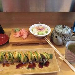 Photo taken at Sushi Momo Tokyo by Esra I. on 8/6/2015