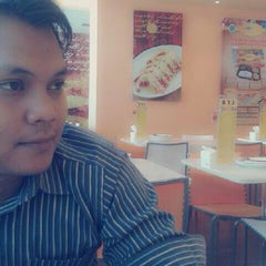Photo taken at D'Cost Seafood by rizka n. on 8/23/2013